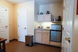 Charter Senior Living of Towson Image Gallery - Apartment Kitchen